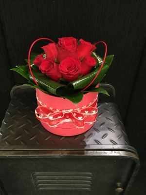 Be my Valentine 6 x red rose coral pink hat box